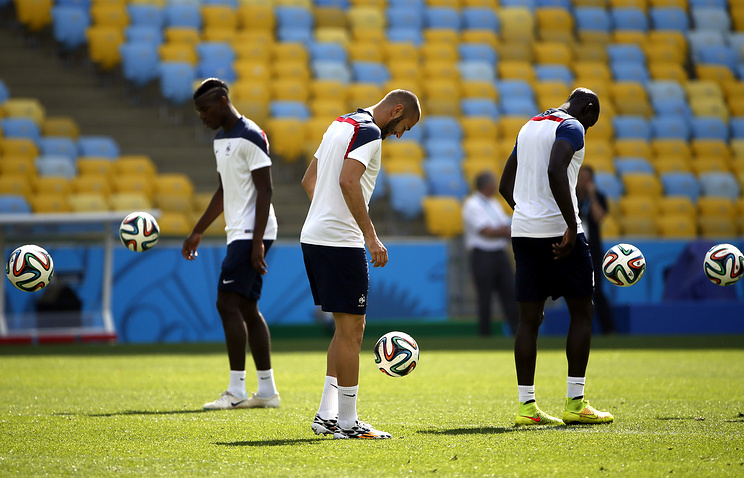France national soccer team player Karim Benzema (C) during a training session of the French national soccer team at the Maracana stadium in Rio de Janeiro, Brazil, 03 July 2014