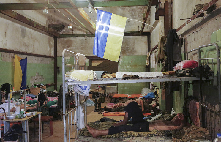 Ukrainian soldiers of 'Aidar' battalion rest in their temporary camp