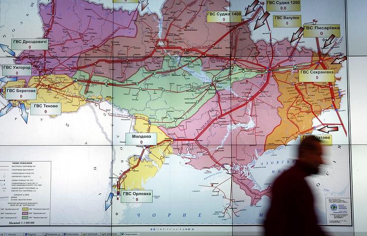 An operator passes a map of Ukrainian gas transportation system