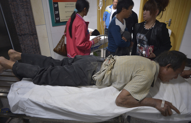 Injured people wait for help in a hospital in Ludian county in southwest China's Yunnan province, China, 04 August 2014