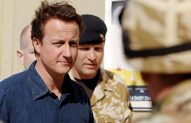 British Prime Minister David Cameron (left)