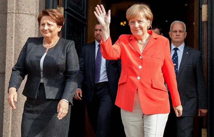 Latvian Prime Minister Laimdota Straujuma (L), German chancellor Angela Merkel (R)