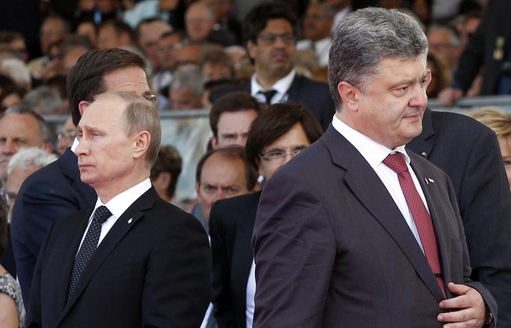 Vladimir Putin (right) and Petro Poroshenko