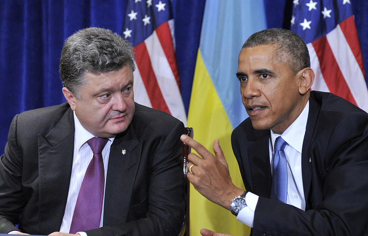 Ukrainian President Petro Poroshenko (L) and US President Barack Obama (R)