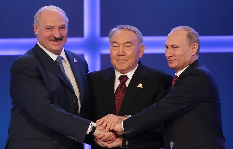 Belarusian President Alexander Lukashenko (left), Kazakh President Nursultan Nazarbayev (center) and Russian President Vladimir Putin (right)