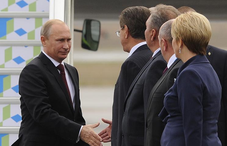 Vladimir Putin arrives in Astrakhan