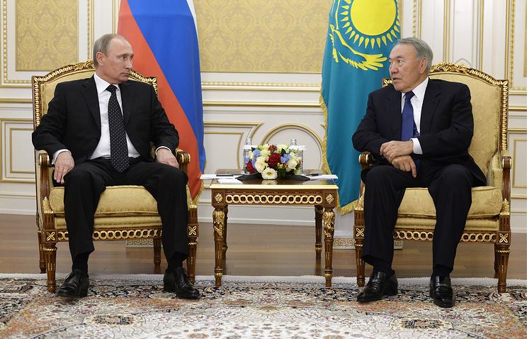 Russian President Vladimir Putin (L) and Kazakh President Nursultan Nazarbayev (R)