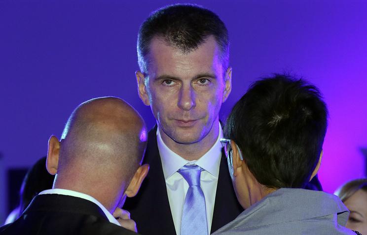 Mikhail Prokhorov (center)