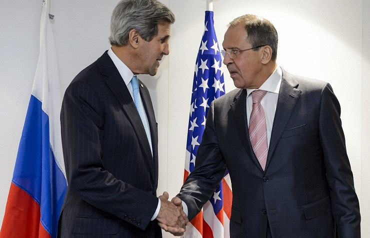 US Secretary of State John Kerry (L) and Russian Foreign Minister Sergey Lavrov (R)