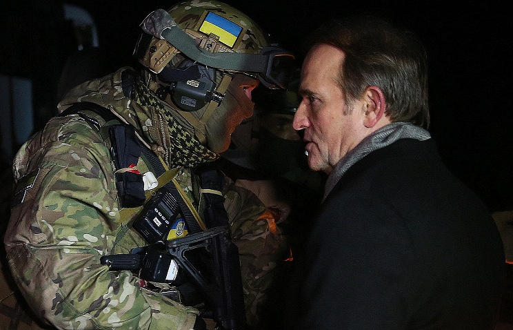 Ukrainian Choice political organization leader Viktor Medvedchuk (R) seen during by far the largest exchange of war prisoners between the Ukrainian Government and Donetsk People's Republic (DPR)