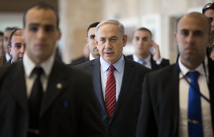 Israeli Prime Minister Benjamin Netanyahu (center)
