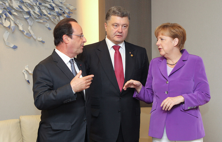 French President Francois Hollande, Ukrainian President Petro Poroshenko and Germany's Federal Chancellor Angela Merkel