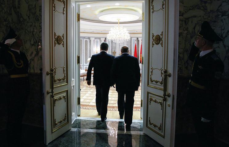 Ukraine's and Belarus' presidents during Ukraine peace talks in Minsk