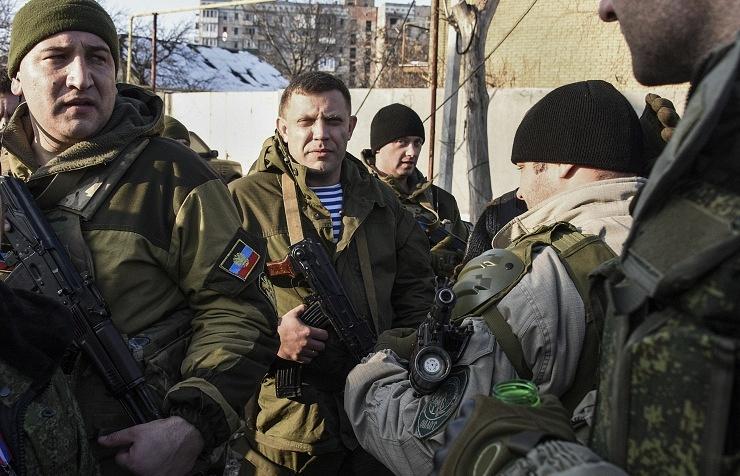 Alexander Zakharchenko (center)