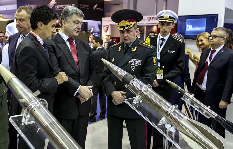 Petro Poroshenko at the arms show