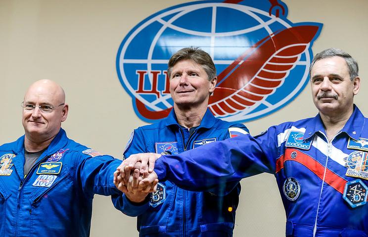 Astronaut Scott Kelly (L), Russian Cosmonauts Gennady Padalka (C) and Mikhail Kornienko (R)