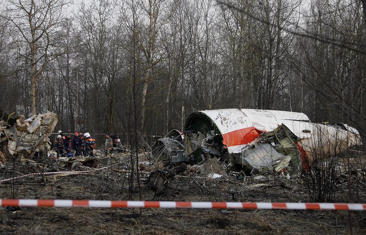 Debris of the Polish presidential plane which crashed in Smolensk, western Russia (archive)