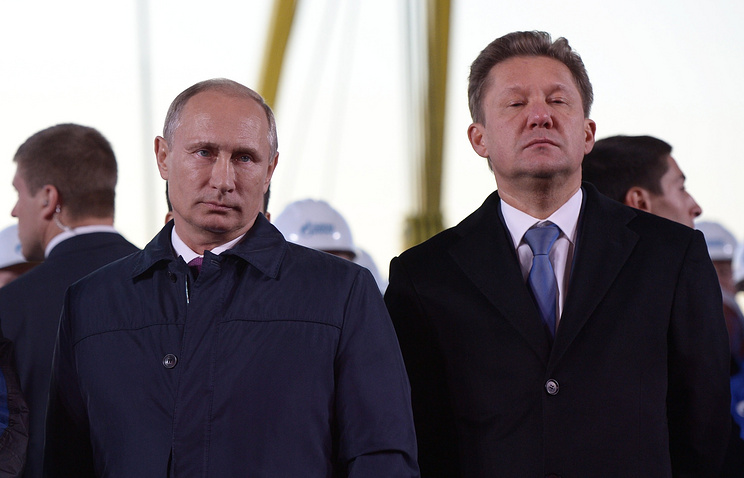 Vladimir Putin and Gazprom CEO Alexey Miller (archive)