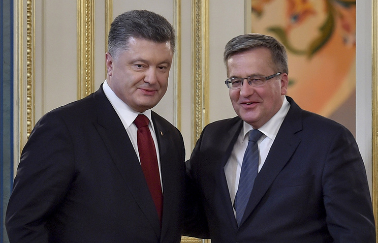 Ukrainian President Petro Poroshenko and his Polish counterpart Bronislaw Komorowski