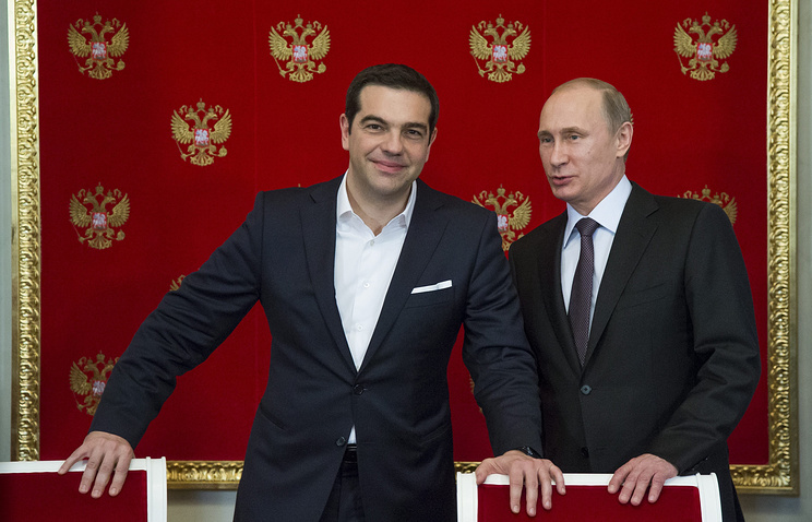 Vladimir Putin (right) and Greek Prime Minister Alexis Tsipras