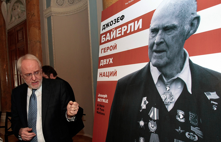 Former US Ambassador to Russia John Beyrle attends the exhibition devoted to his father, Joseph R. Beyrle, a legendary World War II veteran who fought with US and Soviet armies (archive)