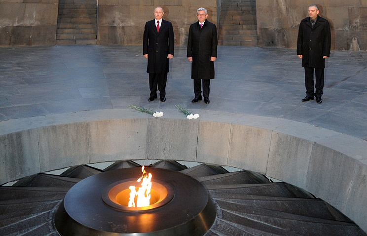 Russian President Vladimir Putin and Armenian President Serzh Sargsyan in Yerevan during a visit in 2013