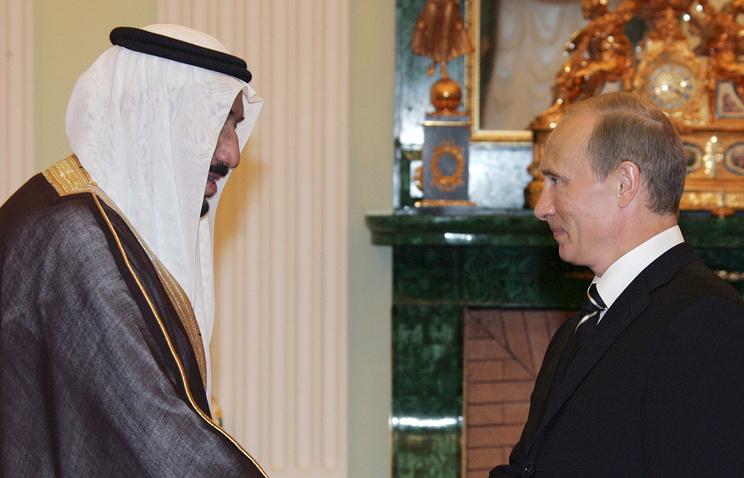 King of Saudi Arabia, Salman bin Abdulaziz Al Saud and Russian President Vladimir Putin (archive)