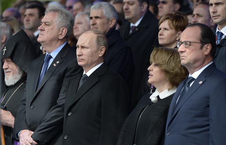 Francois Hollande (right) seen in Yerevan