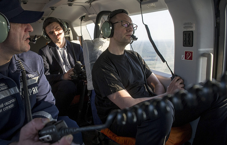 Ukrainian Prime Minister Arseniy Yatsenyuk flies in a helicopter over a forest fire in the Chernobyl Exclusion Zone, Apr. 28