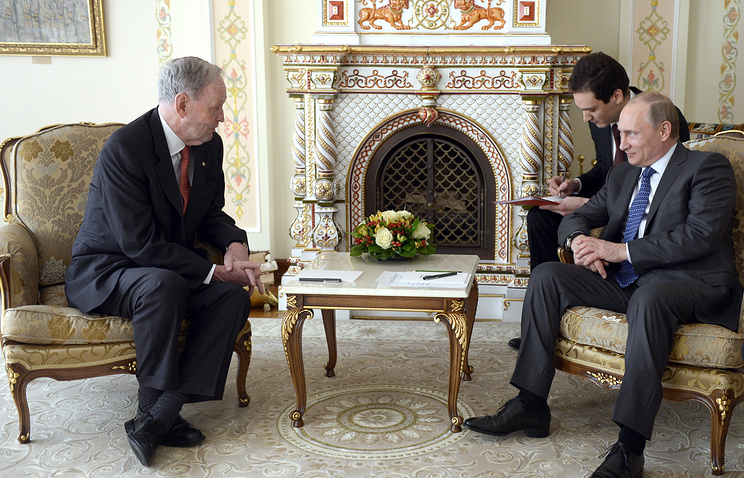 Canada's former Prime Minister Jean Loup Chretien and Russian President Vladimir Putin