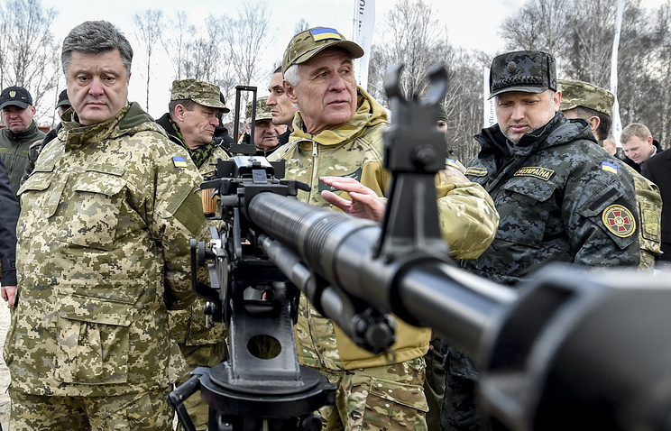 Ukrainian president Petro Poroshenko (left) seen at a National Guard training center, April 2015