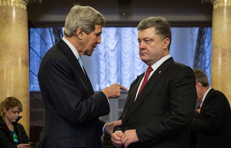 John Kerry and Petro Poroshenko (archive)