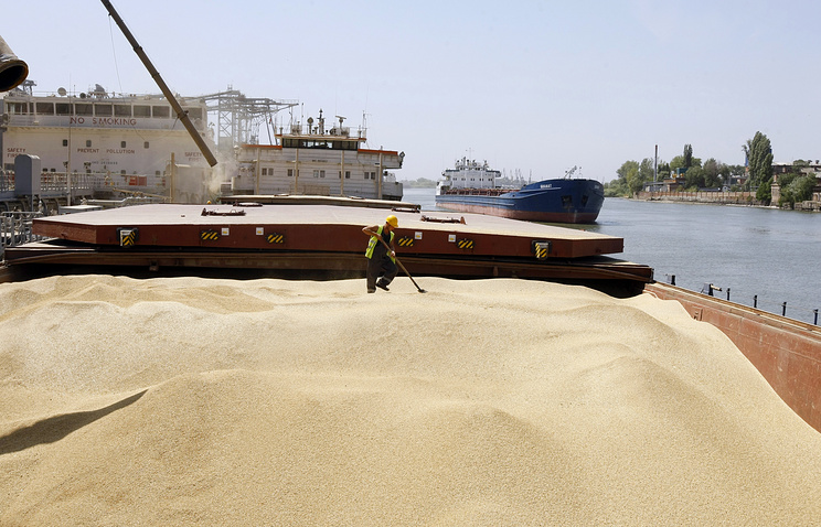 Wheat being loaded for export in Russia