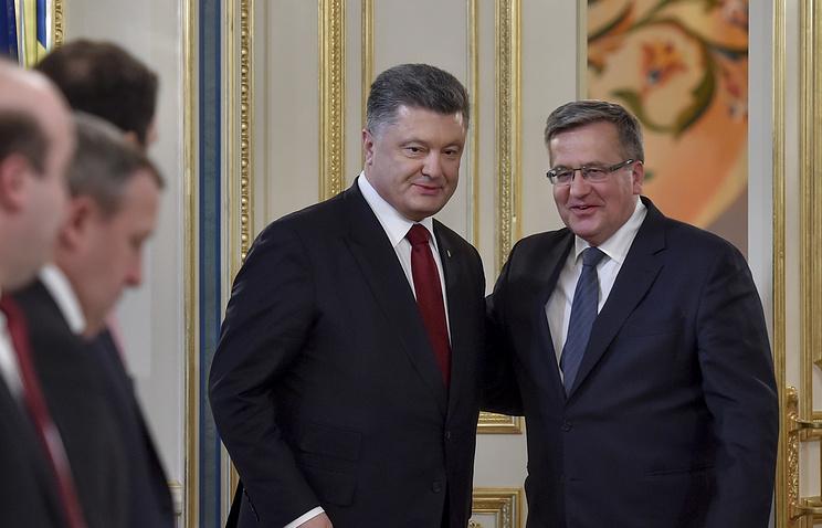 Ukrainian President Petro Poroshenko and Polish President Bronislaw Komorowski