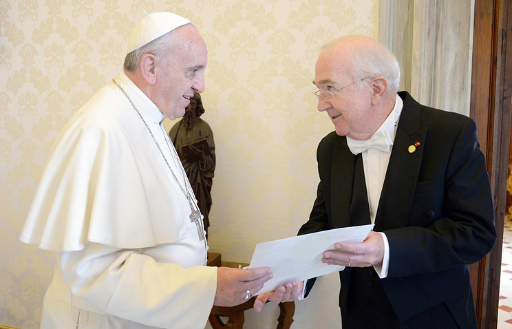 Pope Francis and Kenneth Hackett