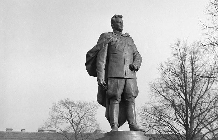 Statue of Soviet general Chernyakhovsky in Lithuania