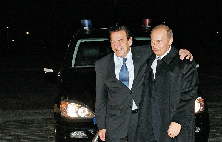Germany's former Chancellor Gerhard Schroeder and Russian President Vladimir Putin
