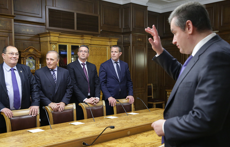 Chairman of the Russian State Duma Committee on CIS Affairs Leonid Slutsky (right) at the meetig with French parliamentarians