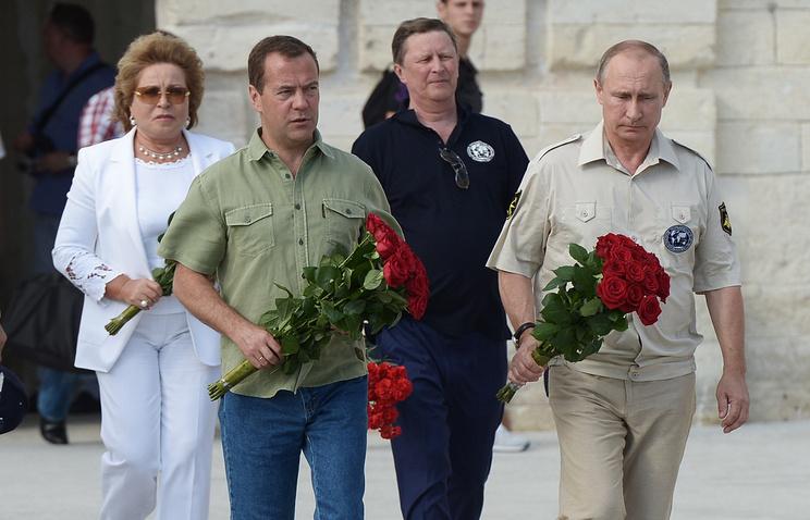 Prime Minister Dmitry Medvedev and Russian President Vladimir Putin (front)