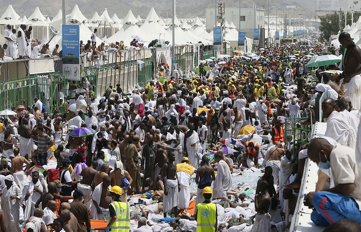 Muslim pilgrims and rescuers gathering around people who were crushed by overcrowding in Mina, Saudi Arabia during the annual hajj pilgrimage