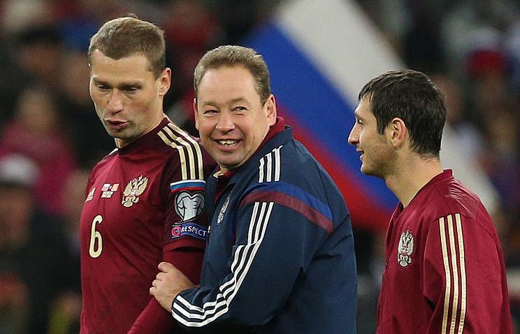 Leonid Slutsky (center)