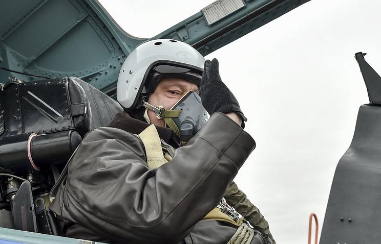 Petro Poroshenko sits inside a Su-27 fighter