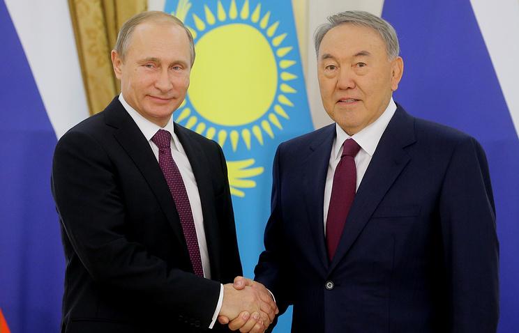Russian and Kazakh presidents Vladimir Putin and Nursultan Nazarbaev