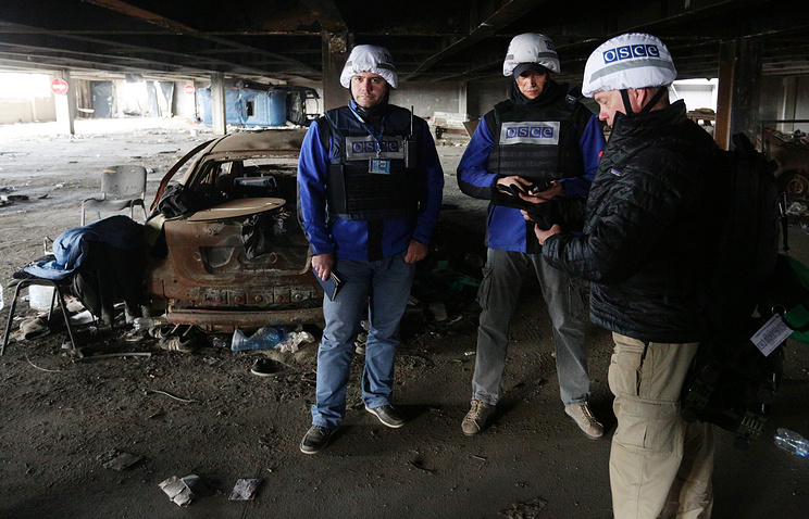 OSCE representatives in Donetsk airport