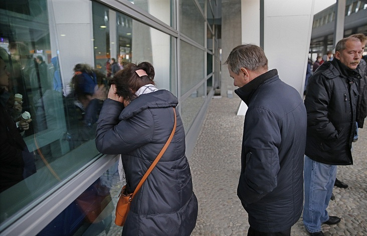 Relatives of passengers of A321 that crashed in Egypt at Pulkovo airport
