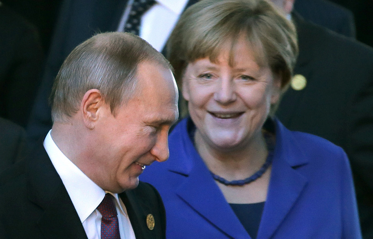 Russia's President Vladimir Putin and Germany's Chancellor Angela Merkel