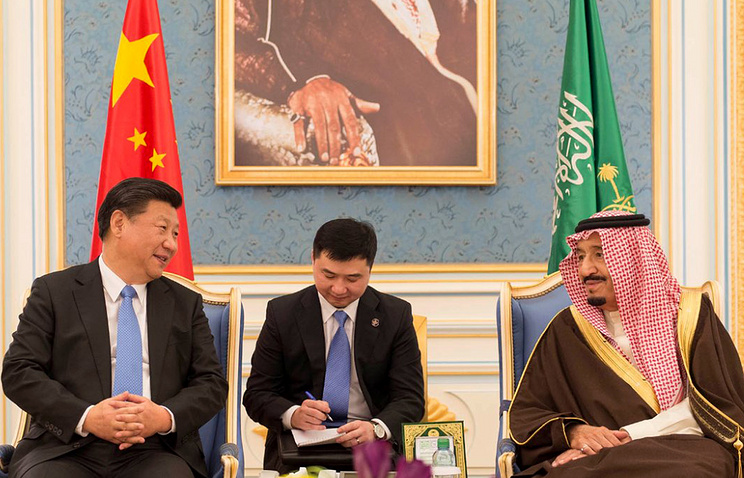 Saudi King Salman bin Abdulaziz (R) meeting with Chinese President Xi Jinping (L) in Riyadh, Saudi Arabia