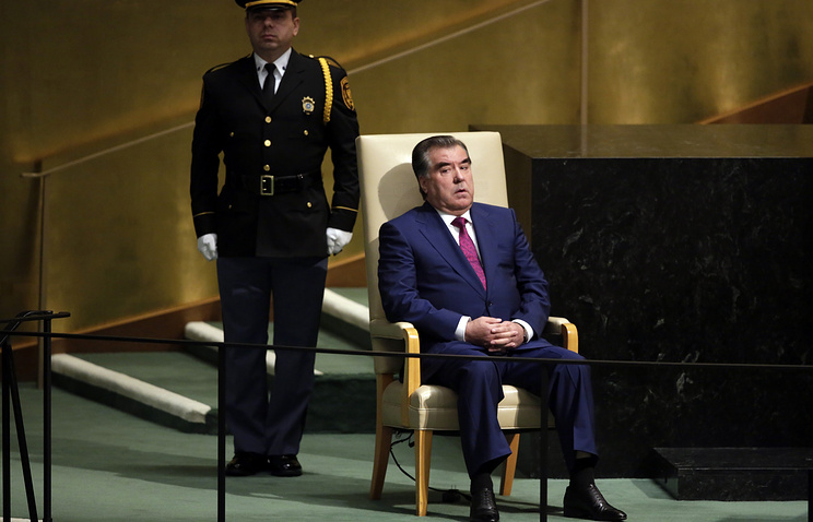 Emomali Rahmon (sitting)
