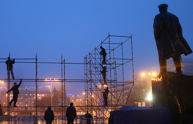 Statue of Lenin in the center of Donetsk