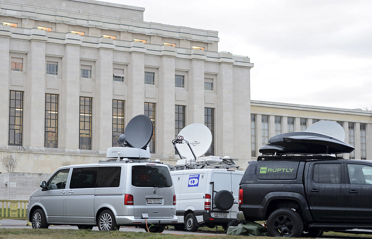 Satellite trucks stand in front the United Nations Office during the round of negotiation between the Syrian government and the opposition in Geneva, Switzerland, 29 January 2016